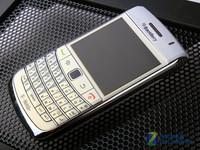 搭载OS6超越9700 白色黑莓9780真机图赏